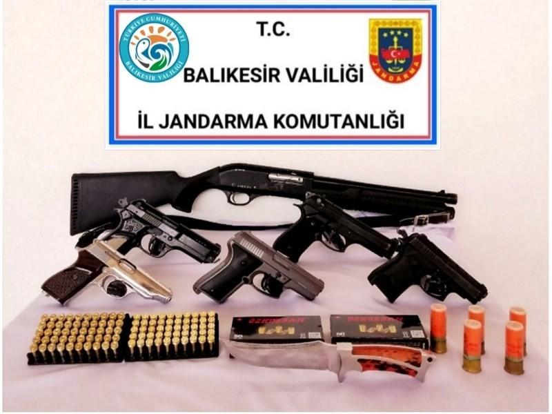 BALIKESİR'DE JANDARMADAN SİLAH OPERASYONU