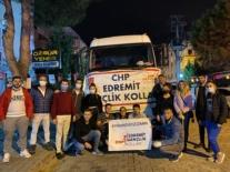CHP'li gençler topladıkları malzemeleri depremzedelere teslim etti