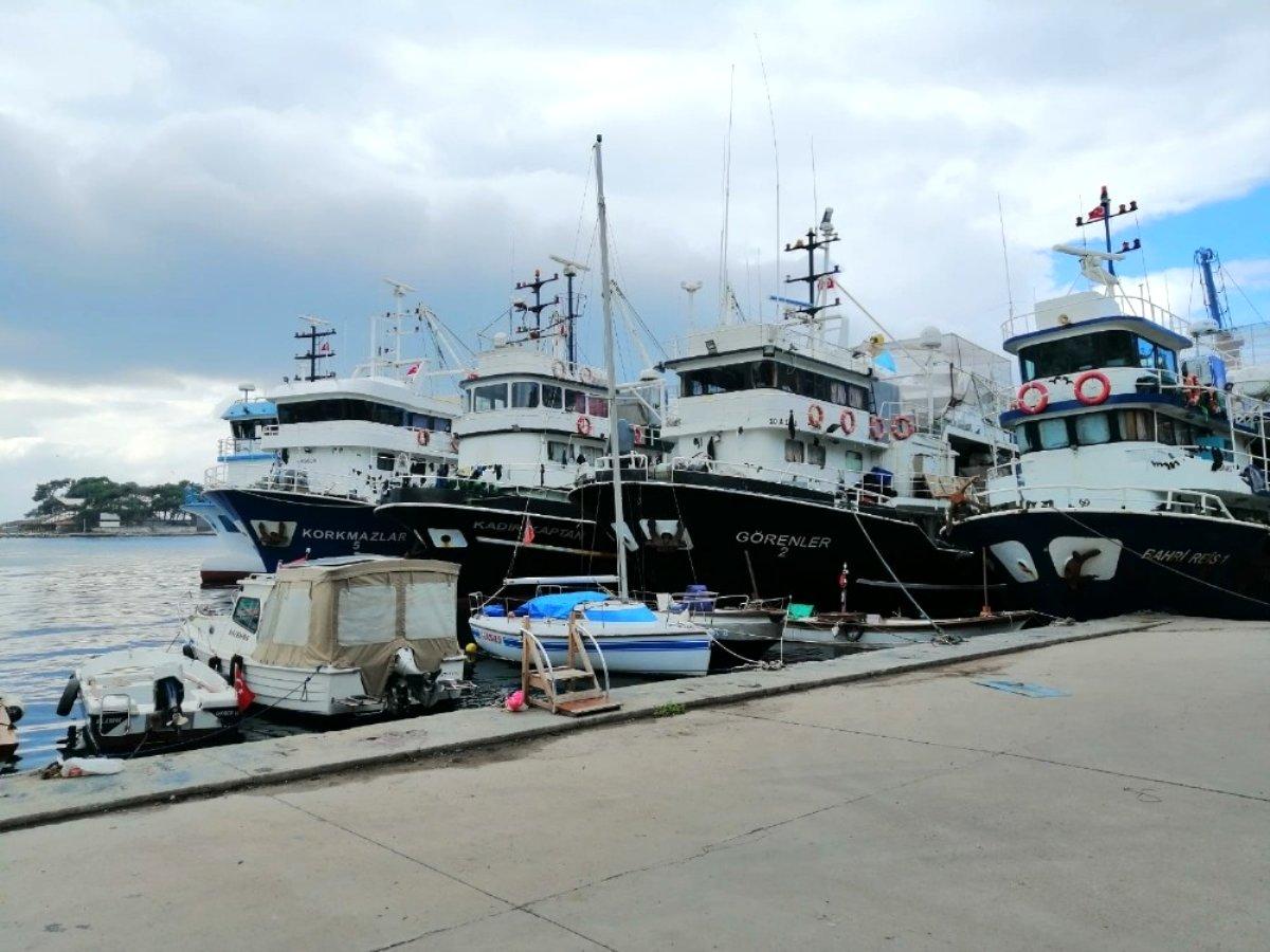 Balıkçı tekneleri Erdek e sığındı