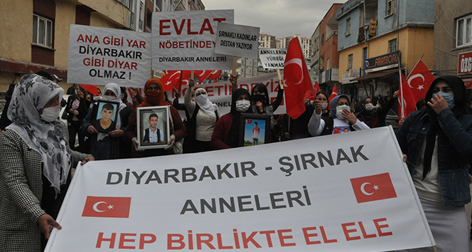Diyarbakır anneleri Şırnak annelerine destek verdi, HDP'li vekil acılı annelere parmak salladı