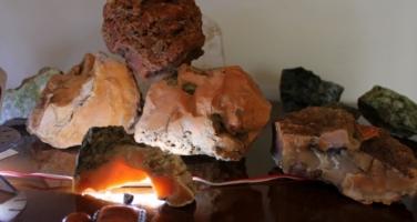 Doğada nadir bulunan Karnelyan taşını Erzurum'da buldu
