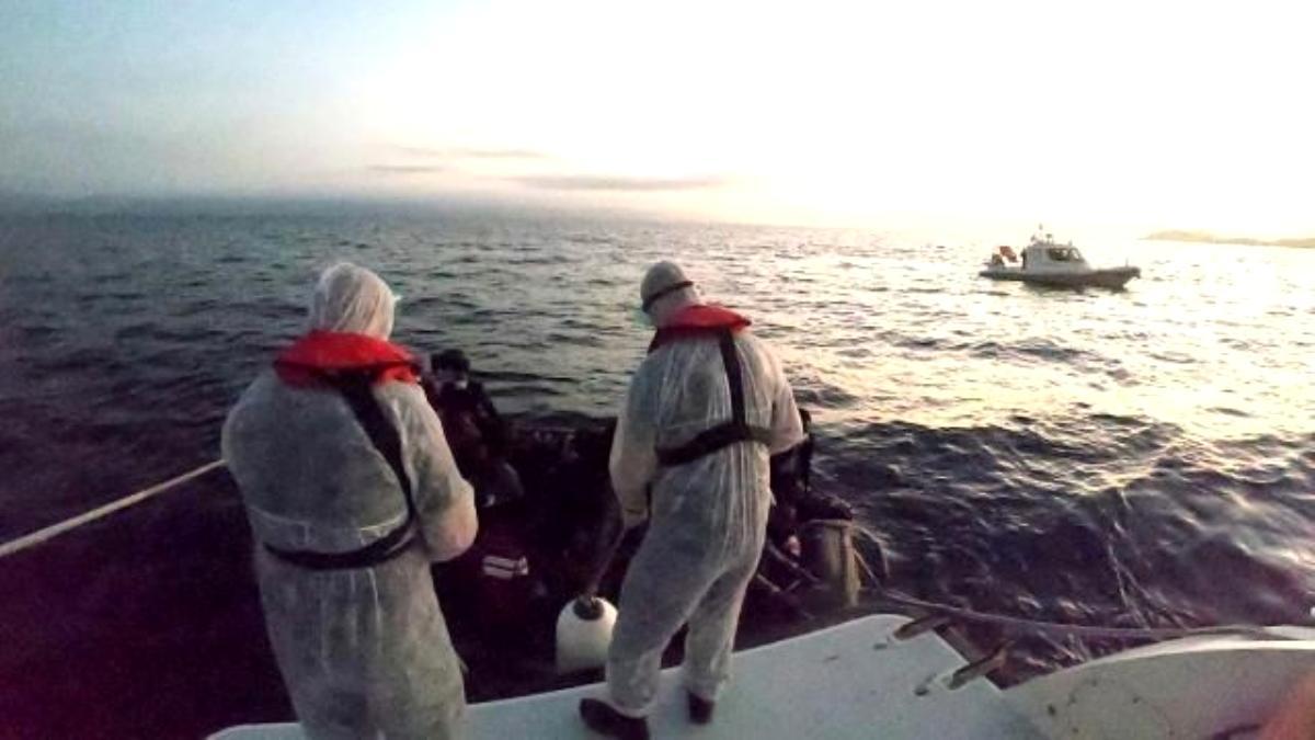Ayvalık ta 37 mülteci Sahil Güvenlik ekiplerince kurtarıldı