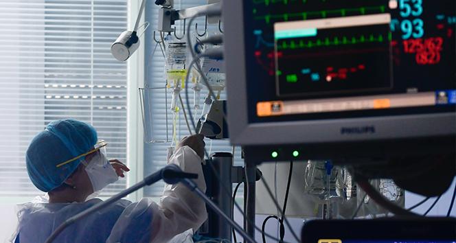 Fransa'da son 24 saatte 24 bin 392 korona virüs vakası tespit edildi