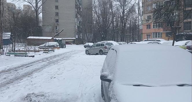 Ukrayna'daki yoğun kar yağışı 108 yerleşim yerini elektriksiz bıraktı