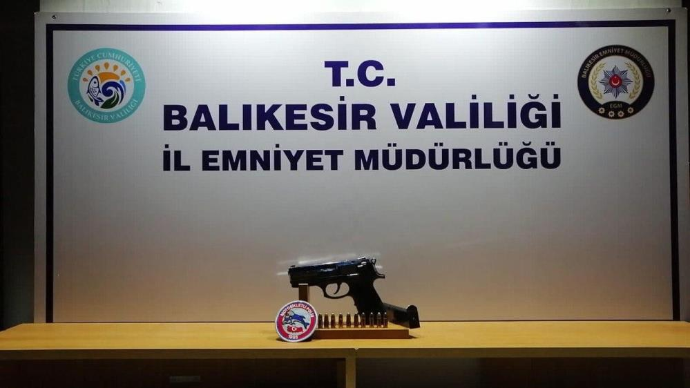 BALIKESİR'DE POLİSTEN 23 ŞAHSA GÖZALTI