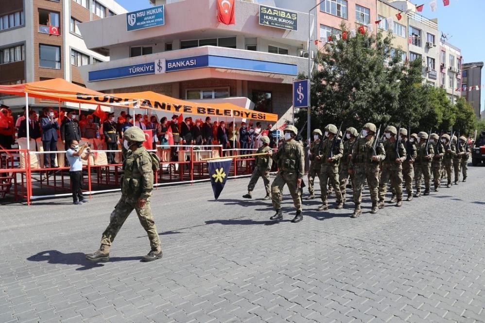 ZAFER COŞKUSU BURHANİYE'DE KUTLANDI