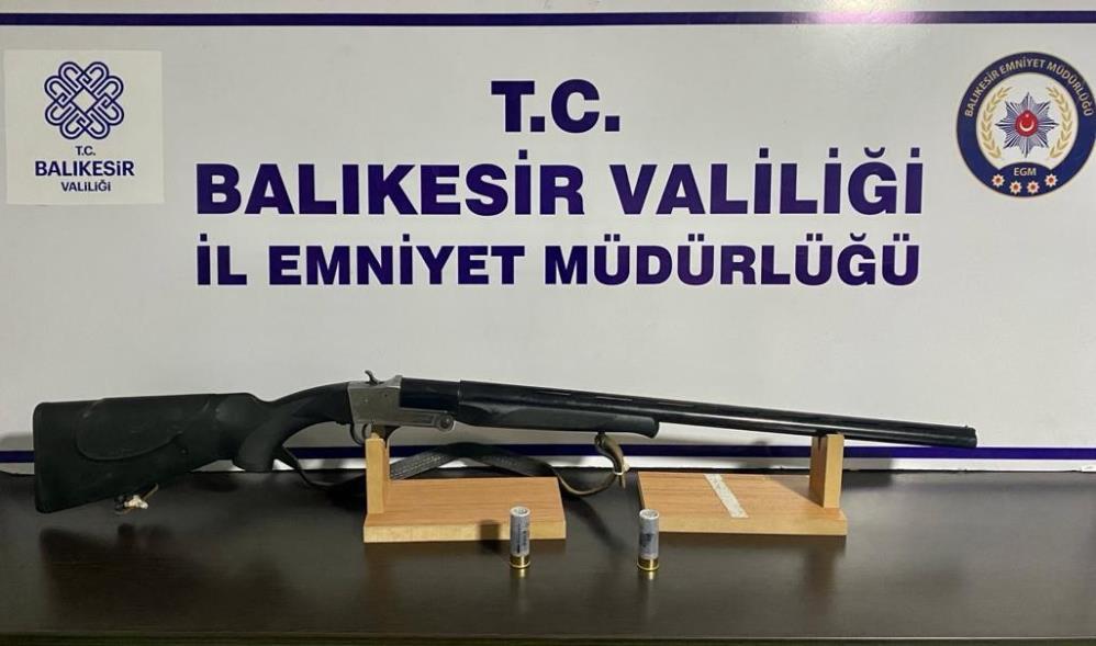 BALIKESİR'DE 8 ARANAN ŞAHIS YAKALANDI