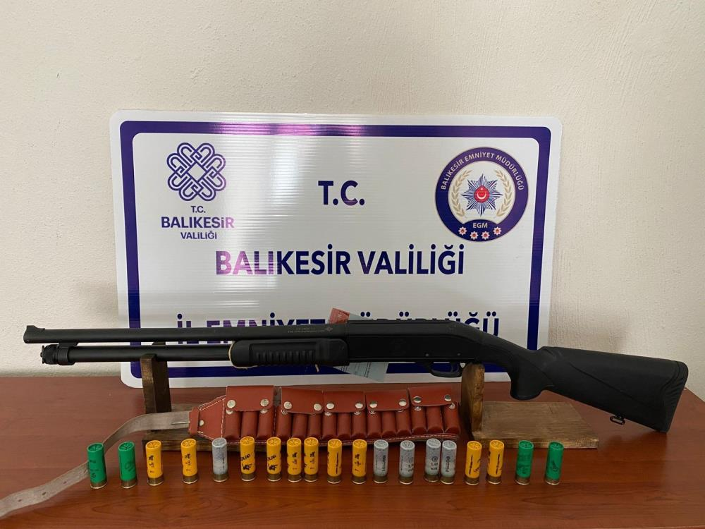BALIKESİR'DE POLİS 33 ŞAHSI GÖZALTINA ALDI