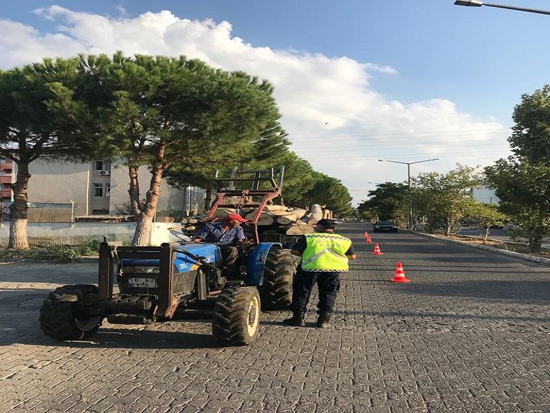 BALIKESİR POLİSİNDEN TRAKTÖR VE MOTOSİKLET DENETİMİ