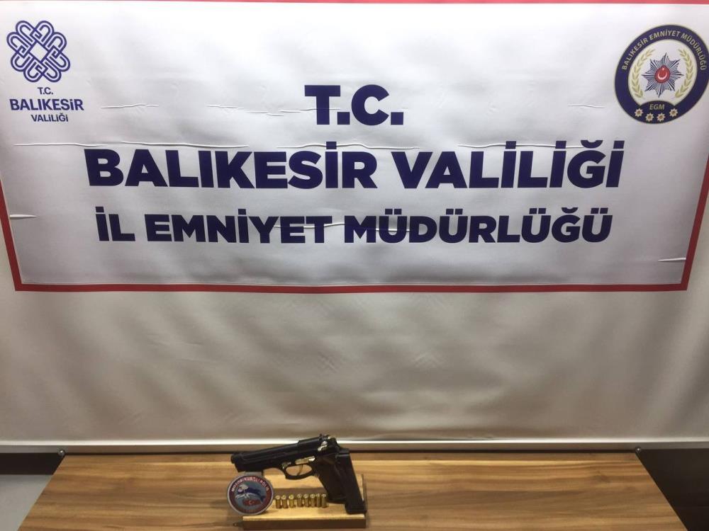 BALIKESİR'DE POLİSTEN 97 ŞAHSA HUZUR OPERASYONU