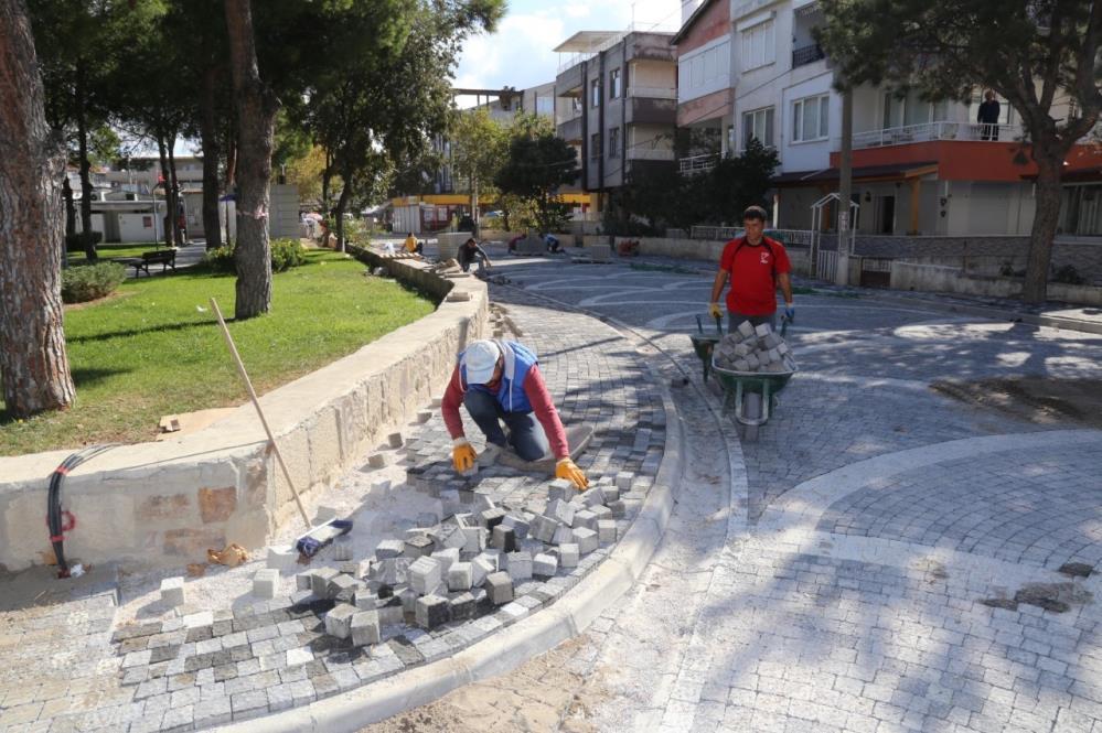 BURHANİYE'DE YOLLAR YENİLENİYOR